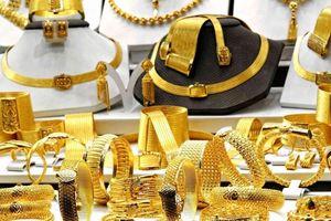 Giá vàng hôm nay 12/9: Đồng USD tăng giá, vàng cũng leo theo