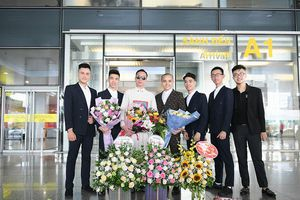 Nhà thiết kế 'S Viet' được chào đón nồng nhiệt ngày trở về từ New York