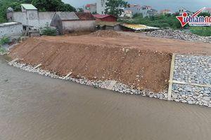 Hà Nội: Chưa kịp bàn giao, 30m kè đê sông Lương bất ngờ sạt lở