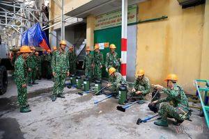 Lực lượng Binh chủng Hóa học tẩy độc kho nhà máy Rạng Đông