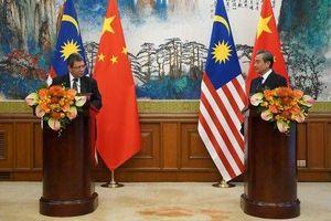 Gặp quan chức Malaysia, Ngoại trưởng Trung Quốc nói gì về căng thẳng Biển Đông?