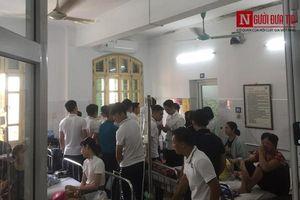 Cầu thủ Hà Nội FC tới thăm hỏi CĐV bị bỏng nặng vì trúng pháo