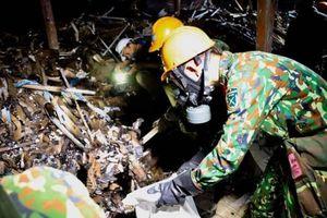 Cận cảnh hiện trường công tác dọn tẩy độc ở Công ty Rạng Đông