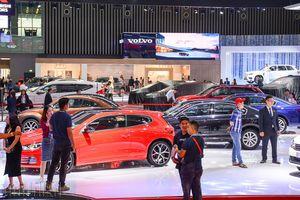 Dồn dập khuyến mãi, thị trường ô tô vẫn bết bát trong tháng 'cô hồn'