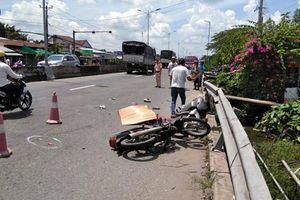 Va chạm với xe khách, mẹ tử vong tại chỗ, con bị thương nặng
