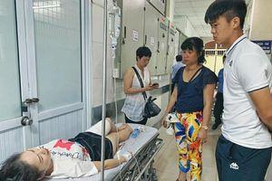 Cầu thủ Hà Nội tới thăm nữ CĐV bị thương trên sân Hàng Đẫy