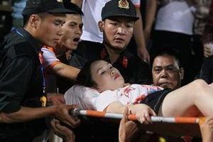 Fan bóng đá nước ngoài 'bất bình' vụ pháo sáng trên sân Hàng Đẫy