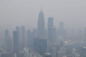 29 trường học đóng cửa, Malaysia phải 'thay trời làm mưa' để giảm khói bụi