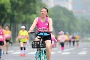2 VĐV Trung Quốc bị phạt nặng vì đạp xe ở giải marathon