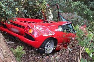 Vừa mua siêu xe Lamborghini Diablo, tài xế đã đâm tan nát