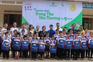 Hàng nghìn suất quà Trung thu đến với trẻ em nghèo vùng xa Đác Lắc