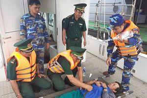 Bộ đội Biên phòng Đà Nẵng cấp cứu ngư dân bị ngộ độc trên biển