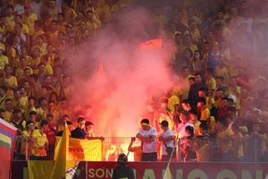 Hà Nội FC bị phạt 85 triệu, 'treo' sân nhà tới hết mùa vì vụ pháo sáng