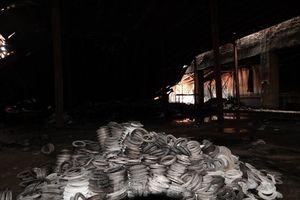 Hình ảnh hiếm hoi trong tầng 2 nhà kho Rạng Đông chưa được công bố