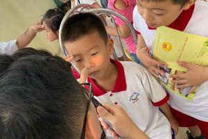 Khám sau nửa tháng cháy xưởng Rạng Đông: Có học sinh được đề nghị chuyển viện