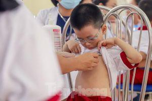 Khám sức khỏe miễn phí cho hàng nghìn học sinh khu Rạng Đông