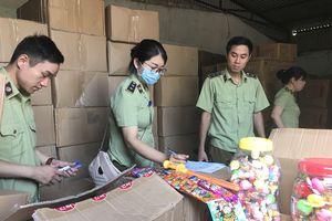 Bắt giữ lượng lớn bánh kẹo, đồ chơi Trung Quốc gắn mác Hàn Quốc, Thái Lan