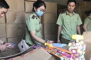 Tiếp tục điều tra vụ 3 xe tải cỡ lớn chở bánh kẹo, đồ chơi Trung Quốc