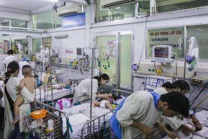 TP.HCM: Bệnh tay chân miệng tăng đột biến, sốt xuất huyết chưa dừng lại