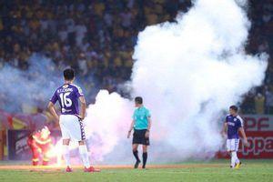 Hà Nội FC phải nộp 85 triệu và thi đấu hai trận không khán giả vì CĐV Nam Định đốt pháo sáng