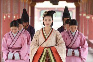 Hoàng hậu xinh đẹp dám ngoại tình với thái giám, không từ thủ đoạn hại em gái để cướp ngôi
