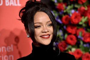 Lâu lắm mới tái xuất trên sân khấu, Rihanna bất ngờ vướng nghi án mang bầu
