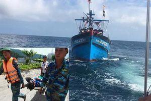 Năm ngư dân ngộ độc khi đi đánh cá trên biển, thuyền trưởng tử vong