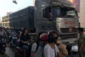 Va chạm với xe container, nữ sinh chết thảm trên đường đi học về