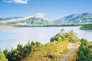 Top 5 Hồ tự nhiên có vẻ đẹp thơ mộng tại Việt Nam