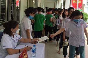 Kết quả khám sức khỏe cho học sinh Hạ Đình sau vụ cháy Rạng Đông: 21 em phải chuyển đến bệnh viện để kiểm tra chuyên sâu