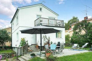 Ngôi nhà màu trắng nổi bật giữa mảnh vườn xanh dành cho ai yêu thích cuộc sống an lành chốn ngoại ô