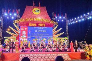 Sơn Hòa đón nhận Huân chương Lao động hạng nhất