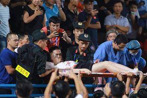 Khởi tố vụ bắn pháo sáng ở sân Hàng Đẫy khiến nữ cổ động viên bị thương