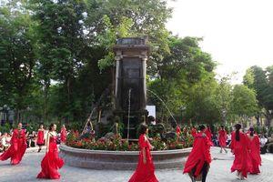 Tuần lễ thời trang Xuân- Hè 2020 mở màn tại vườn hoa Diên Hồng