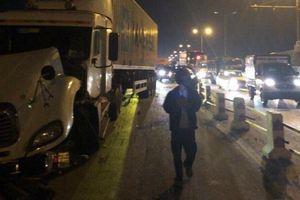Xác định danh tính nạn nhân bị xe container hất văng xuống sông Hồng
