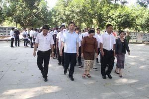 Đoàn đại biểu TANDTC hai nước Việt Nam – Lào dâng hương tưởng niệm Chủ tịch Hồ Chí Minh
