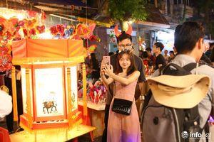 Hà Nội: Hàng nghìn người đổ về phố Hàng Mã chơi Trung Thu