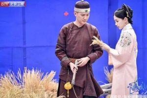 'Gặp gỡ thiên đàn': Angelababy và Phùng Thiệu Phong trong tạo hình cổ trang tái hiện lại hình ảnh của hoàng đế Khang Hi và Hòa Phi