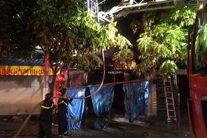 Cháy lớn căn biệt thự trong khu đô thị Xa La, 4 người trong gia đình chạy thoát thân