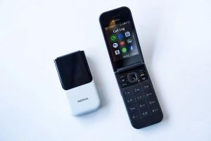 Sự trở lại của điện thoại nắp gập có kết nối 4G