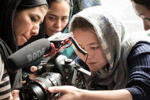 Nhà báo nữ Afghanistan và những thử thách nghiệt ngã của nghề