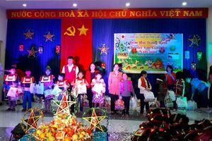T.Ư Hội Chữ thập đỏ Việt Nam tổ chức 'Đêm hội Trăng rằm' cho trẻ em vùng lũ Lâm Đồng