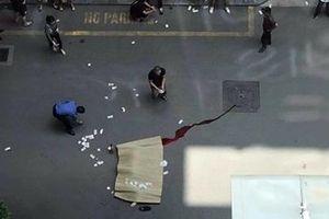 Người đàn ông nghi nhảy lầu tự tử tại Trung tâm thương mại