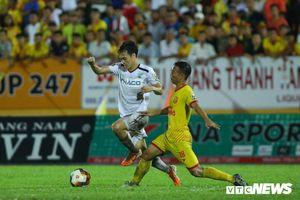 Vòng 23 V-League: Hà Nội FC vượt cú sốc, HAGL chạy trốn 'tử thần'