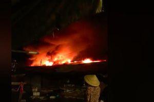 Đang cháy lớn chợ ở Bình Phước, nhiều kiot bị thiêu rụi