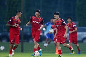 'Lách' lịch V-League, tuyển Việt Nam tập trung đột xuất