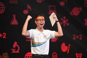 Xúc động với niềm vui vỡ òa từ sân khấu chính tới quê nhà tân vô địch Olympia Trần Thế Trung