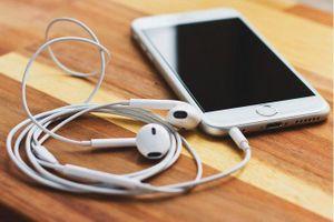 Vì sao điện thoại giá cao lại thiếu jack cắm tai nghe?