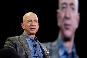 Cắt trợ cấp y tế của 2.000 người, Jeff Bezos bị chỉ trích đạo đức giả