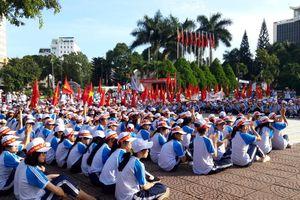 Hàng nghìn cổ động viên làm nóng điểm cầu Olympia Đắk Lắk